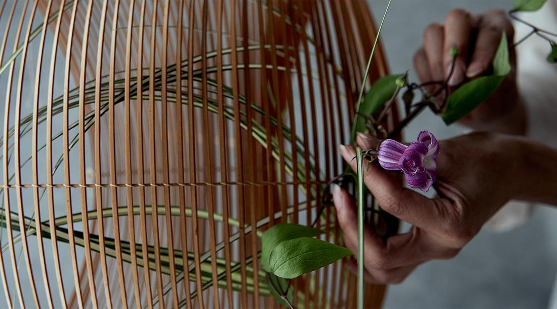籠と花 展
